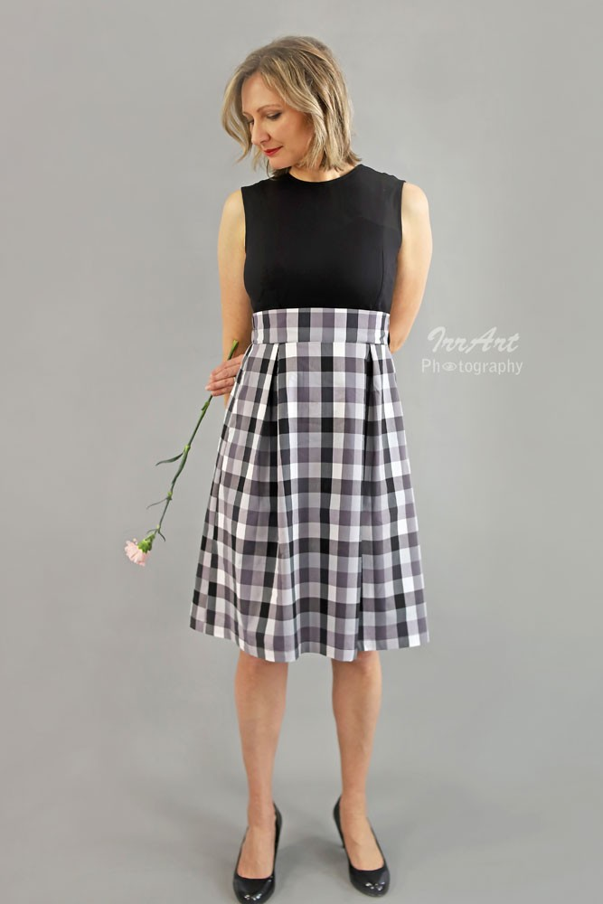 Mia Clasic Fit & Flare Nursing Dress (Black & Checks)