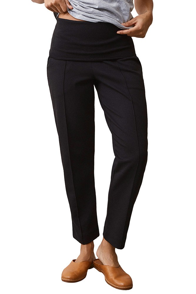 Boob Design Once-On-Never-Off Cropped Slacks (Black)